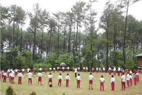 Forest experience program for Indonesian elementary schoolers